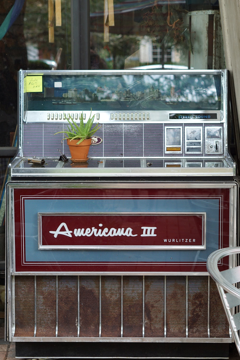 Picture of an old jukebox in Micanopy, Florida