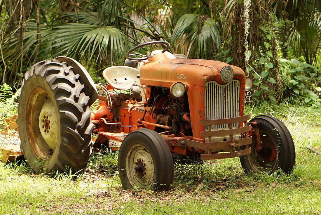 Picture of an old tractor in Micanopy, Florida